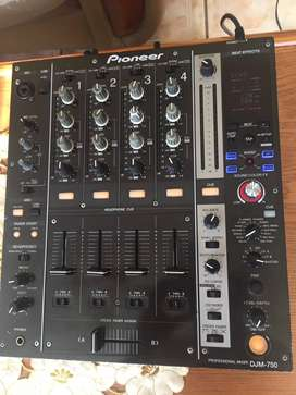 Pioneer DJM 750 for sale. Good condition
