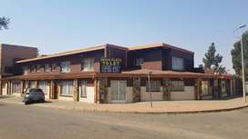 Flats to let Manzilpark R1600
