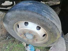 Truck tyres 8hole tubeless