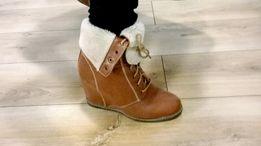 Buty ocieplane na koturnie karmelowe