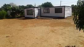 Stand and 4 room Shack