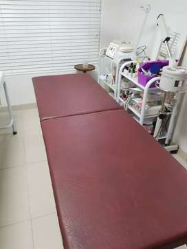 Burgundy plynth portable massage bed