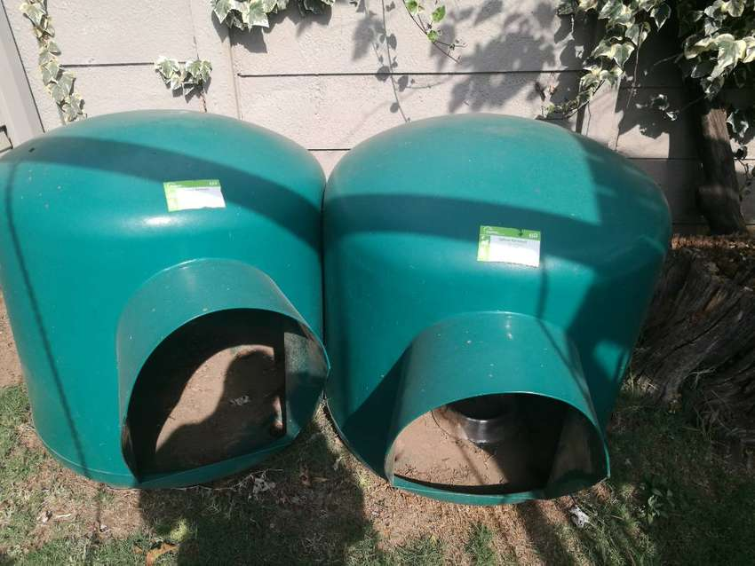Large igloo style kennels for sale 0
