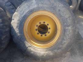 140G grader rims and tyres.