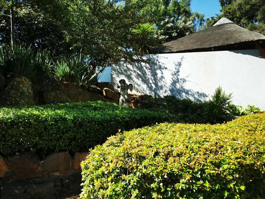 Modern studio flat for rent in Roodepoort, Johannesburg.Book your home