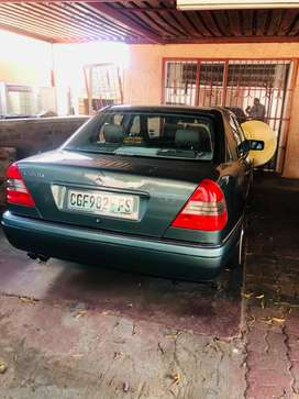 C240 green car in very good condition