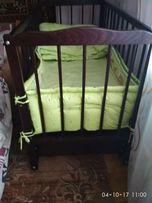 Детская кроватка с видвижним ящиком+ матрас+ защита на кроватку( одеял