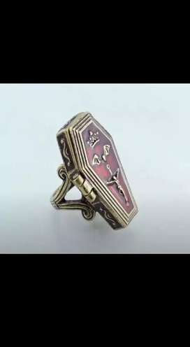 Ring coffin retro locked type in brass and enamel