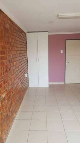 Room to rent in crystal park Benoni