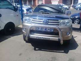 2010 Toyota Fortuner 3.0 D4D with a leather seat