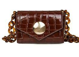 Новая коричневая стильная лаковая сумочка с пластиковой ручкой поясная