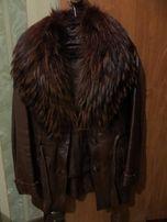 Продам кожанную курточку с мехом енота