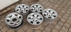 15 inch Hilux oem mags