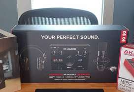 M-Audio Vocal Studio Pro AIR192 + isolation shield, Stand & Pop Filter