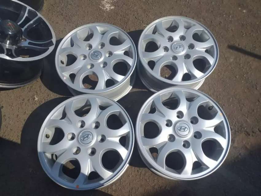 Hyundai H1 original alloy bakkie mags size 16 set for sell 0