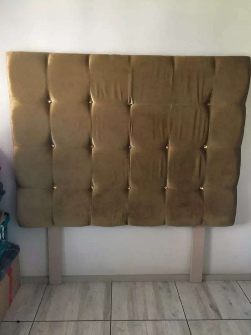 Head board 4 double bed & matching ottoman 0
