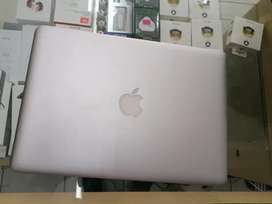 Macbook pro 13inch core i5 500gb Rem 8gb