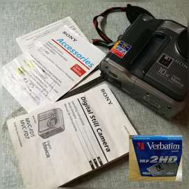 Digital still camera, battery n charger  + 30 disks