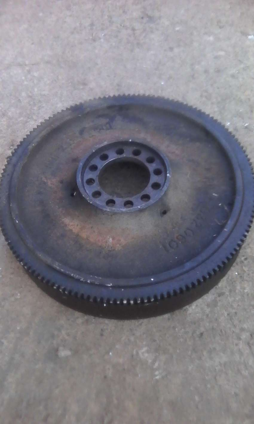 300d Mercedes benz flywheel and other engine parts 0