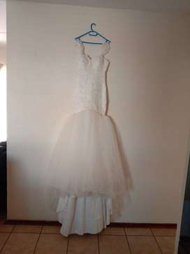Beautiful wedding dress for sell S/M