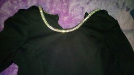 Czarna bluzka baskinka z kolia