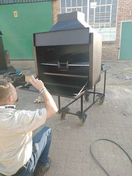 Bulit in fireplaces and bulit in braai stands