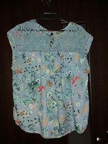 bluzka niebieska z motywem kwiatowym