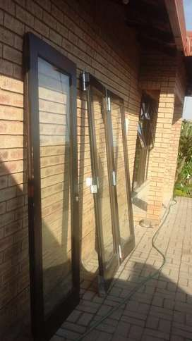 wooden slidding door for sale R2000 negotiable no time wasters