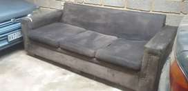 Couch for sale R550