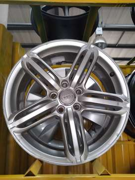 A set of 18inches Audi mag wheels