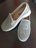 Обувь на девочку 29-30 размер