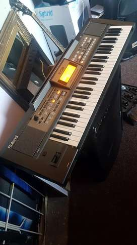 ROLAND E09.KEYBOARB...61.NOTE.good as new