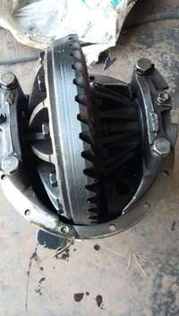 Image of Isuzu N4000 Diff centre portion asook `n kompleet diff