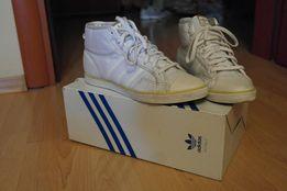 Белые стильные кеды Adidas