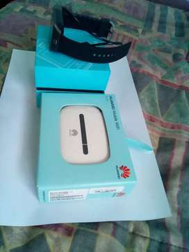 HAUWEI Mobile wi-fi router & Cellphone watch