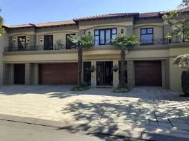 1000m2 Bryanston Home overlooking the Country Club