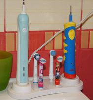 Подставка для электрической зубной щетки Braun Oral-B и насадок