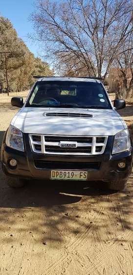 ISUZU KB300 is reliable car call for negotiation