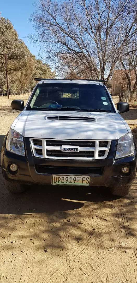 ISUZU KB300 is reliable car call for negotiation 0