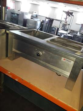 Two division bain marie.
