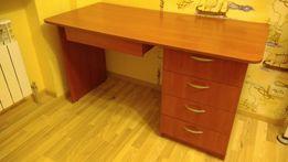 Большой добротный рабочий стол для офиса или школьника