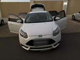Ford focus ST 2.0 MODEL 2015 FOR SALE