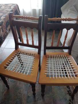 Diningroom table with 6 chairs