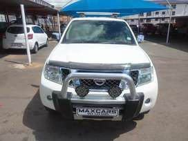 2013 white nissan pathfinder 2.5, Manual transmission