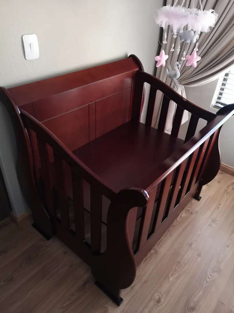 Cot that coverts to 3/4 bed