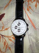 Zegarek z biala tarczą i z czarnym paskiem
