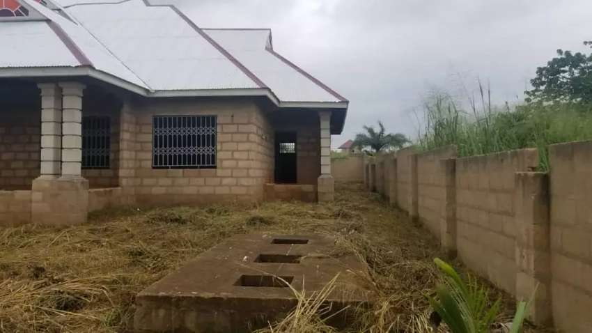 4bedroom uncompleted house 0