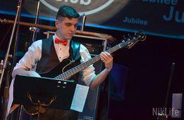 Профессиональный поющий басист бас-гитарист