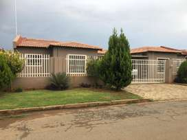 2Bedroom Townhouse Furnished In Golfview