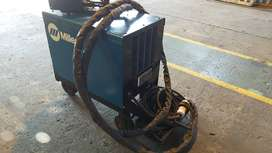 600 AMP WELDING MACHINE FOR SALE